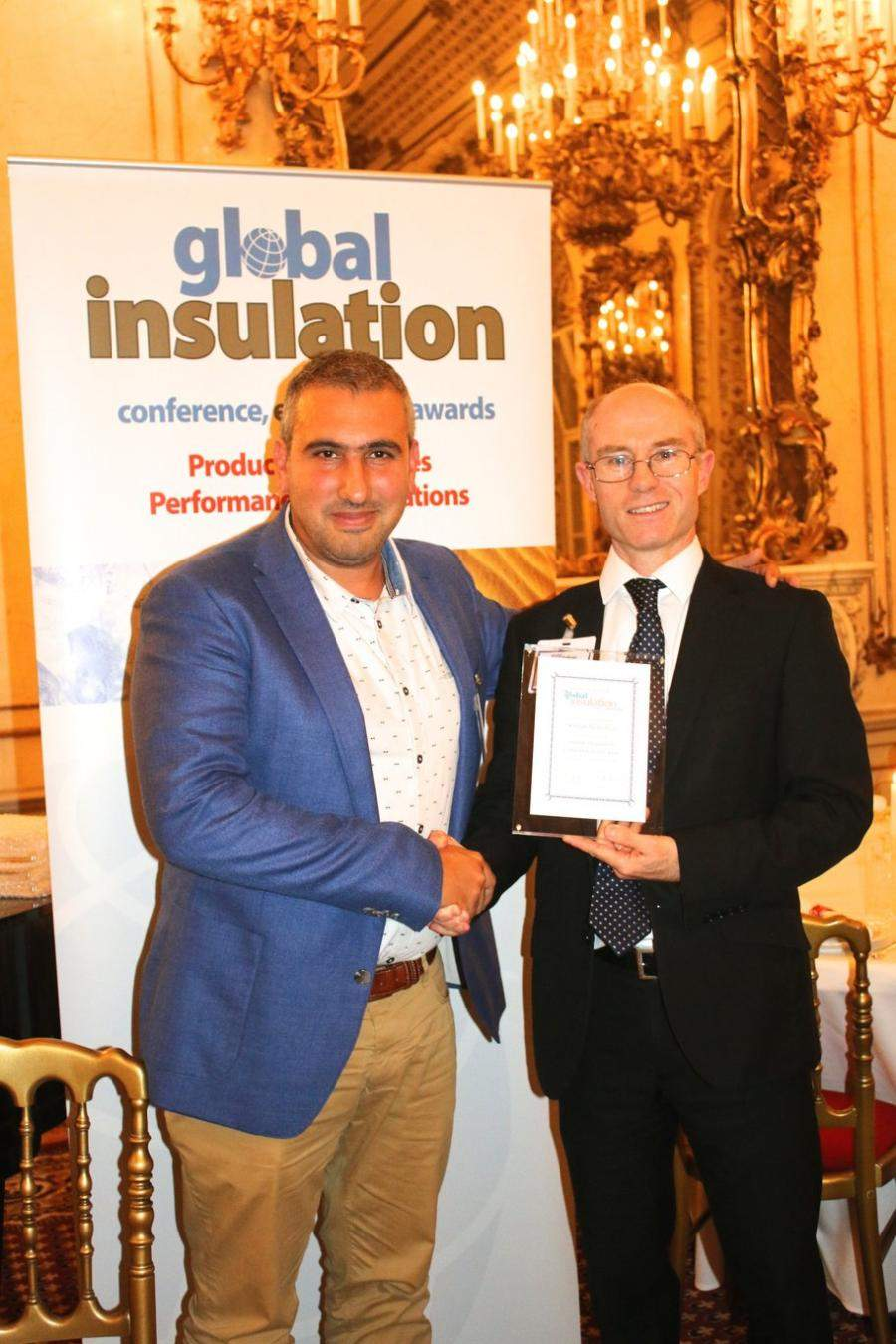 Davide Maiello neemt award Global Insulation Company of the Year 2018 in ontvangst namens Knauf Insulation